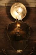 La Création magique : Le miroir magique, Miroir, miroir en bois d'ébène, dis-moi, dis-moi que je suis la plus belle. Et, invariablement, le miroir répondait :En cherchant à la ronde, dans tout le vaste monde, on ne trouve pas plus belle que toi... arzee