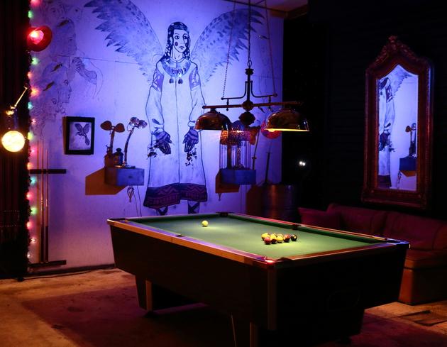 Dépôts-ventes : Billard américain   Grand modèle de bar, 8 pool avec monnayeur Modèle Dallas commercialisé par Chevillette Dimensions : 240 cm X 135 cm () Hauteur jeu 78 cm Ardoise 18 mm Givraines, loiret, Arzee