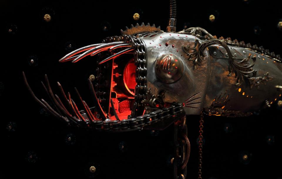 Fleur d'Enfer d'Arzée création luminaire, sculpture métallique Tarek et Esther Nasser